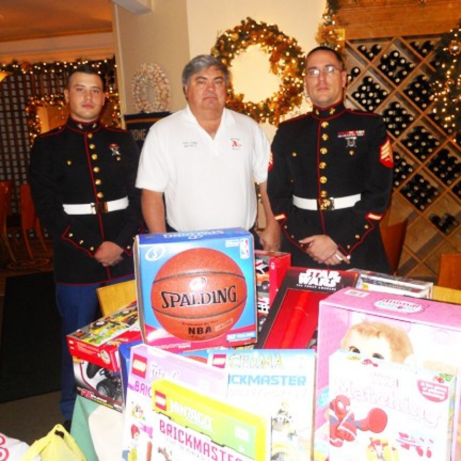 Kiwanis Club donates to Toys for Tots