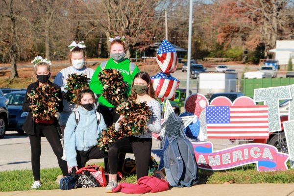 Lindbergh school celebrates veterans with drive-thru Veterans Day event