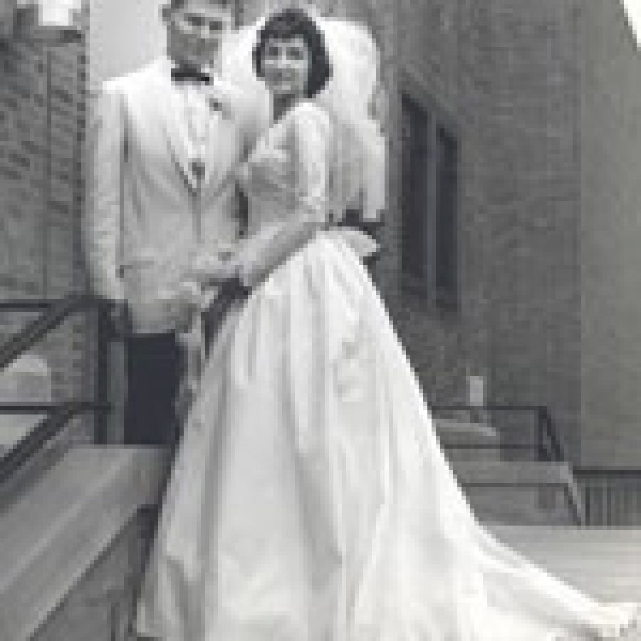 Leonard, Joan Thomas celebrate 50th wedding anniversary