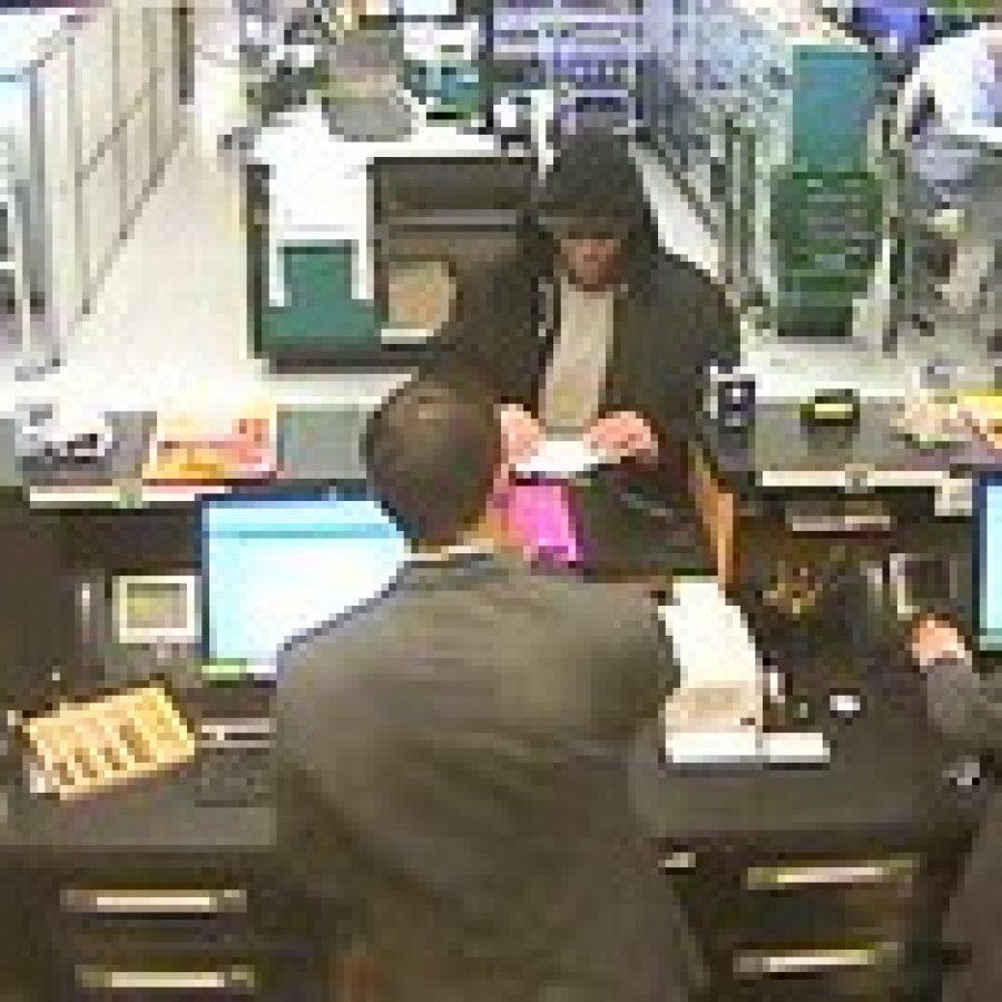 Police seek public's help in identifying robbery suspect