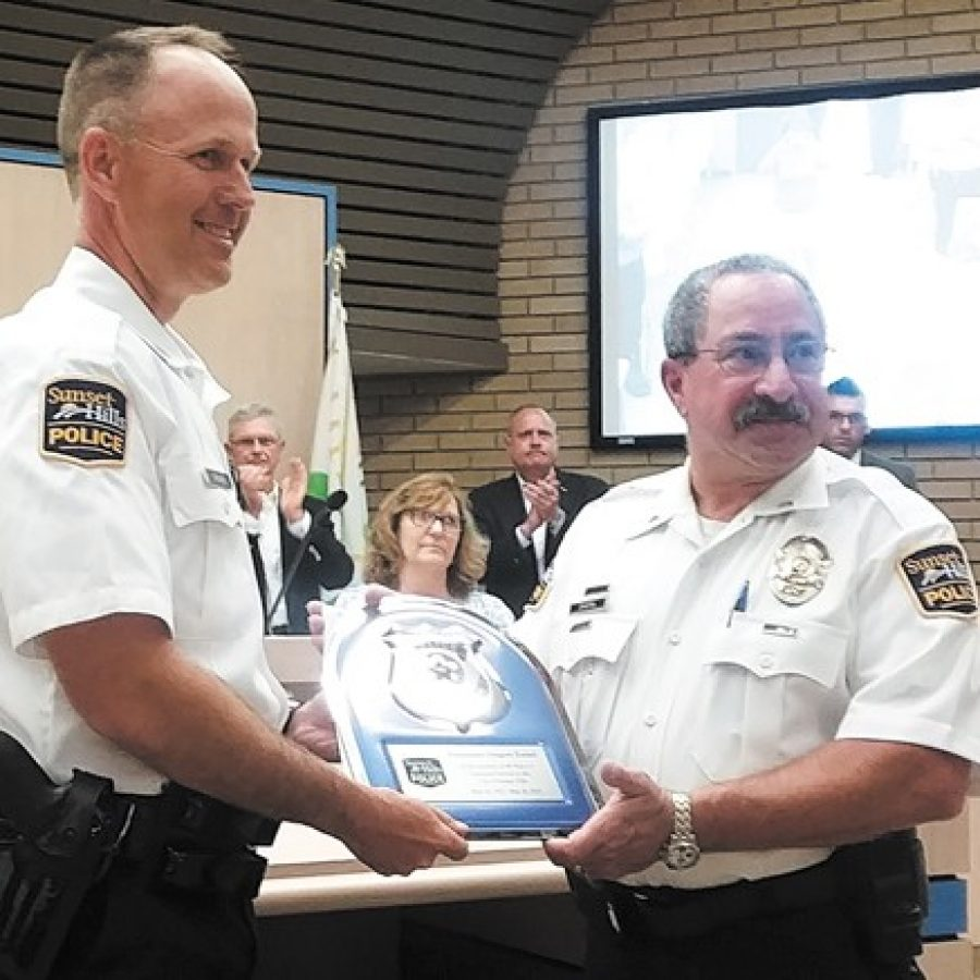 Sunset Hills honors police lieutenant for 40 years of service