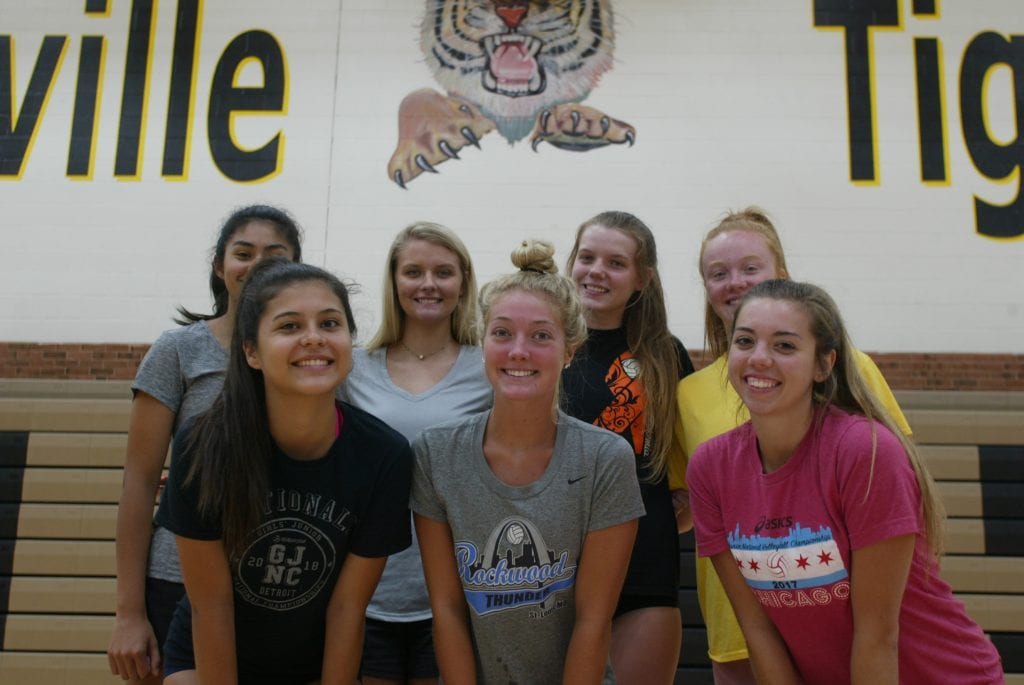 Oakville+volleyball+team+hopes+for+a+breakout+season+in+2018