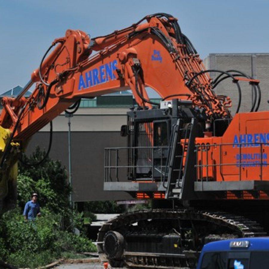 VIDEO: Crestwood mall demolition begins