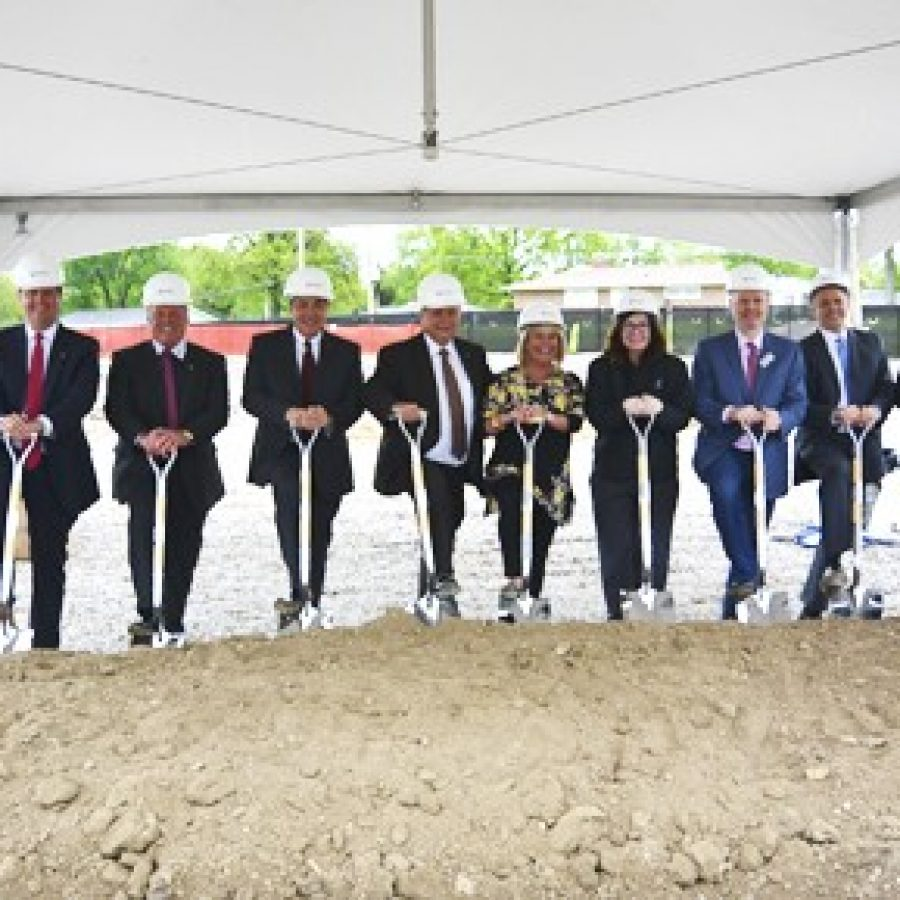 Midwest Regional Bank conducts groundbreaking ceremony