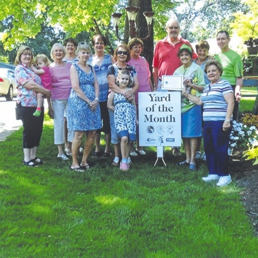 Mehlville Garden Club presents awards
