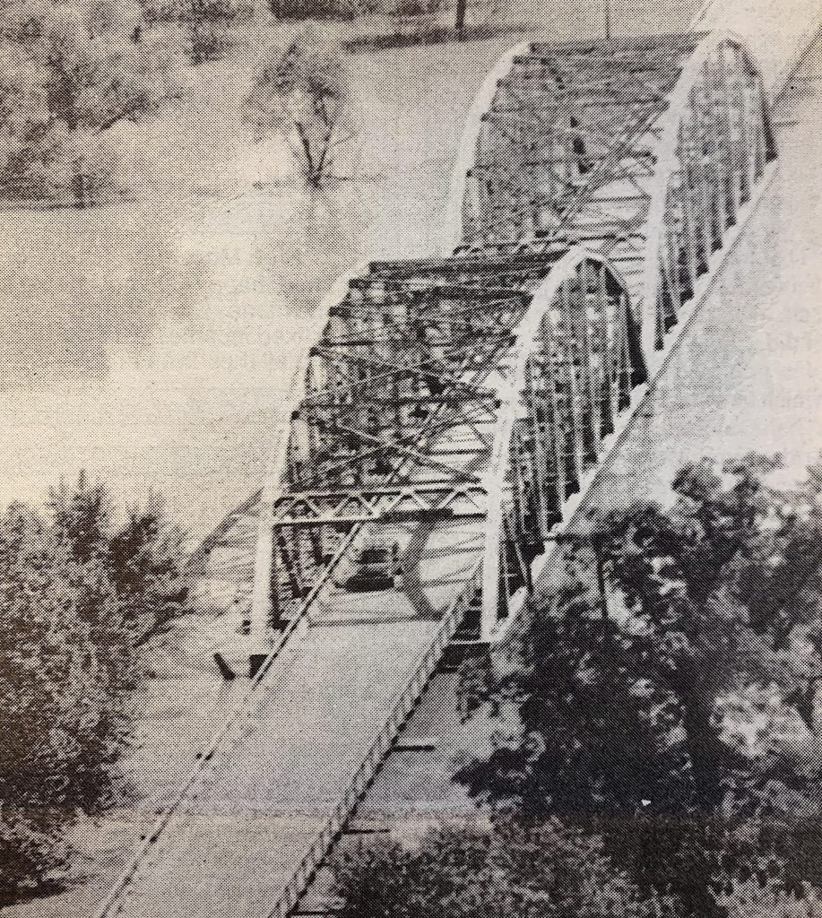Some+motorists+are+using+the+Telegraph+Road+bridge+over+the+Meramec+River.