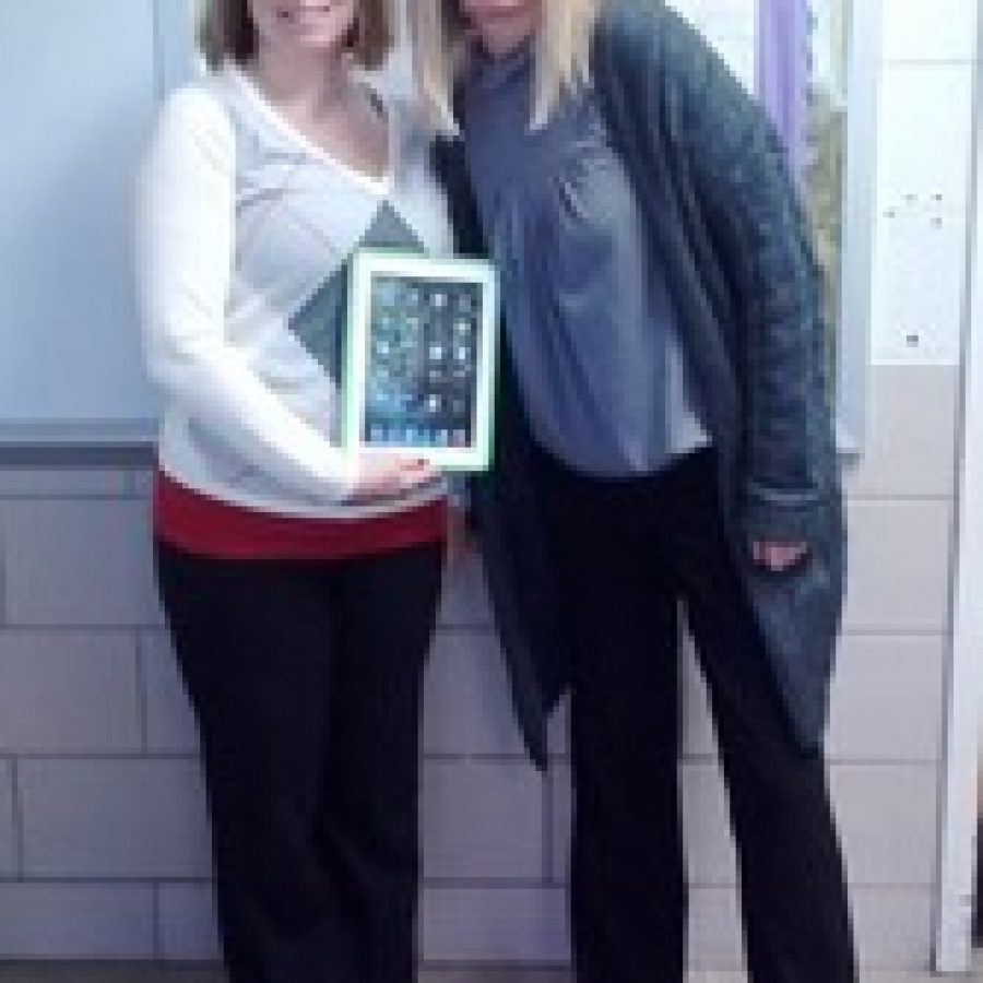 Rogers Middle School teachers awarded $15,000 for touch-pad technology