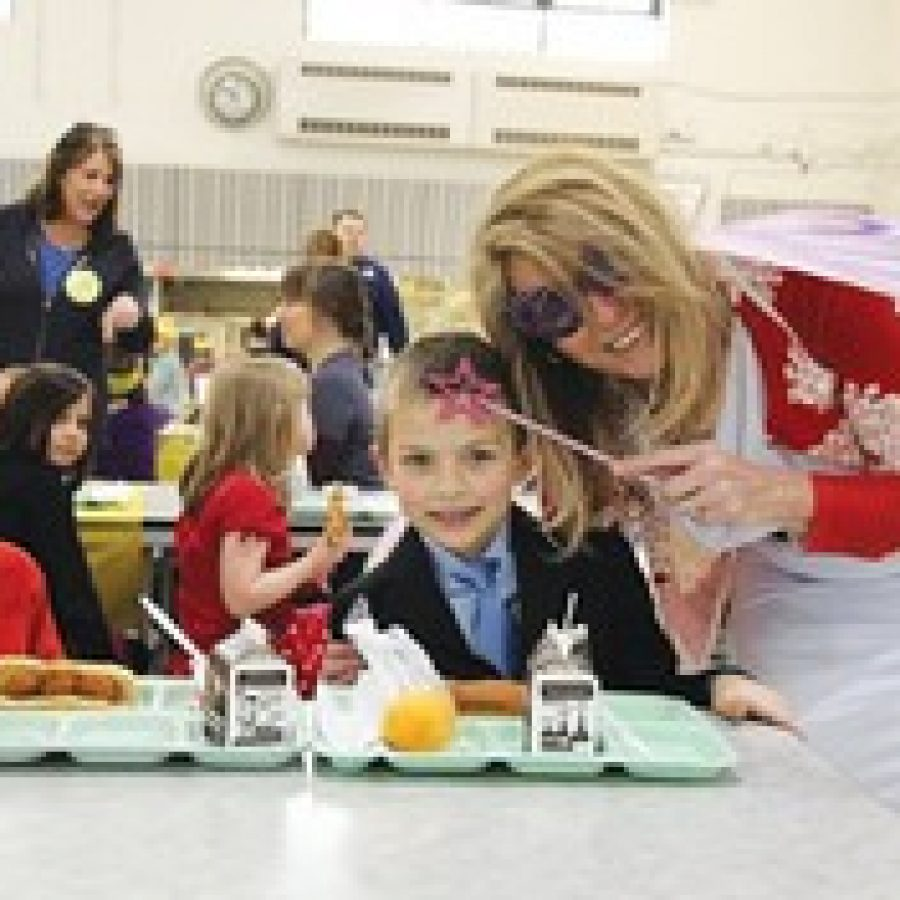 'Manners Fairy' visits Crestwood Elementary