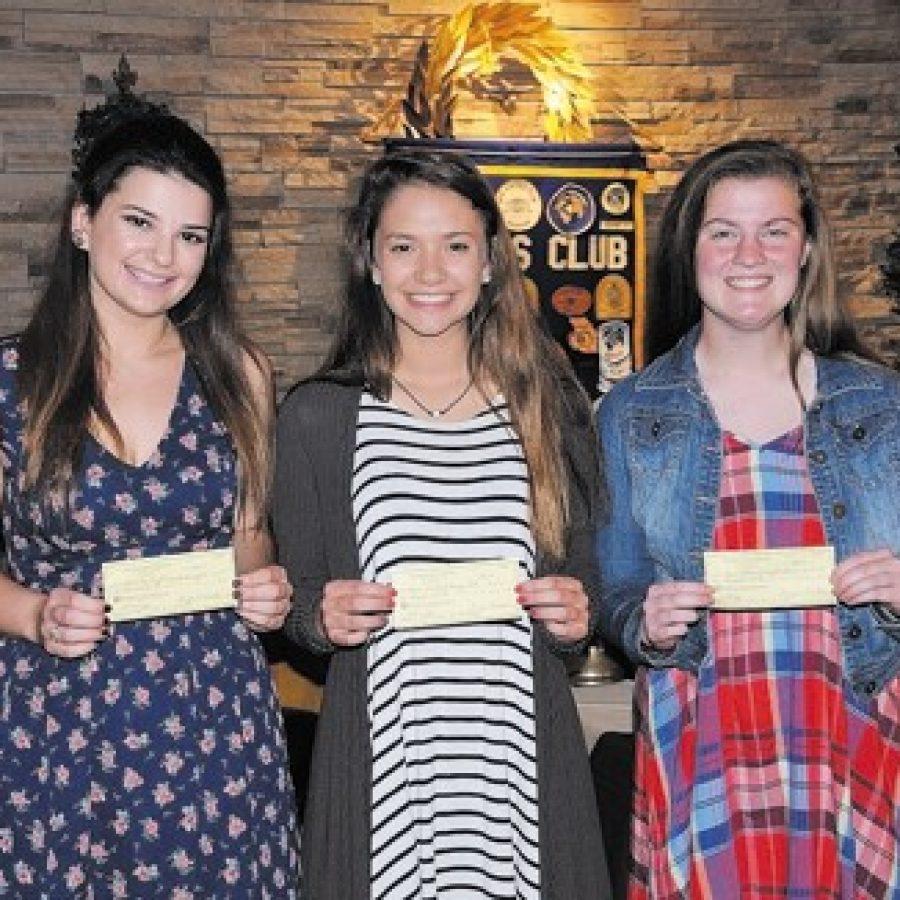 Gravois Kiwanis Club presents scholarships