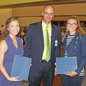 Student advisers receive scholarships