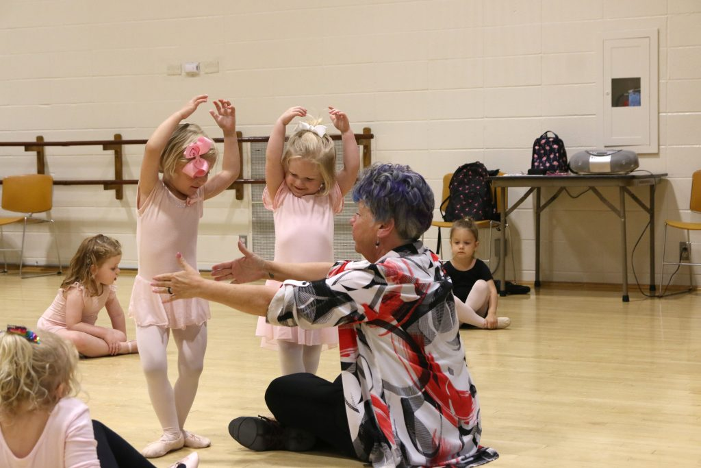 Among+the+many+classes+held+by+Crestwood+Parks+and+Recreation+at+the%0ACommunity+Center+this+summer+were+children%E2%80%99s+ballet+classes.+Above%2C+Sandy%0ABook+teaches+cousins+Caroline+Kulik%2C+left%2C+and+Audrey+Flesch+a+relieve+during%0Athe+preschool+ballet%2C+tap+and+jazz+class.+The+cousins+are+wearing+matching%0Abows.+Photo+by+Jessica+Belle+Kramer.