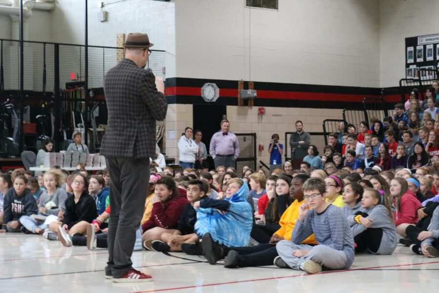 Author+Alan+Gratz+led+Mehlville+School+District+students+on+a+%27choose+your+own+adventure%27+lesson+while+visiting+Oakville+Middle+School+and+Wohlwend+Elementary+in+October+2019.+