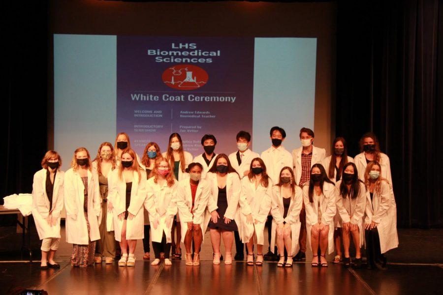 Graduates+with+their+whitecoats
