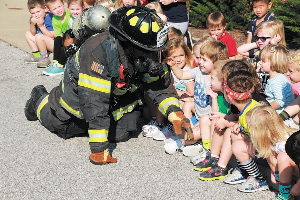 Firefighter+shares+safety+lesson+with+Lindbergh+ECE+students
