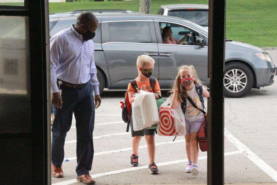 Lindbergh's Kennerly Elementary Principal DeAndre Thomas welcomes back some of the K-3 students who started class on Aug. 27, 2020.