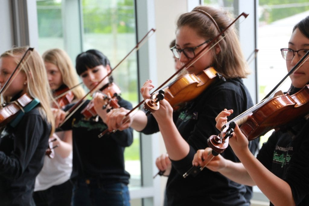 Strolling+Strings+music+trivia+helps+pay+for+trip