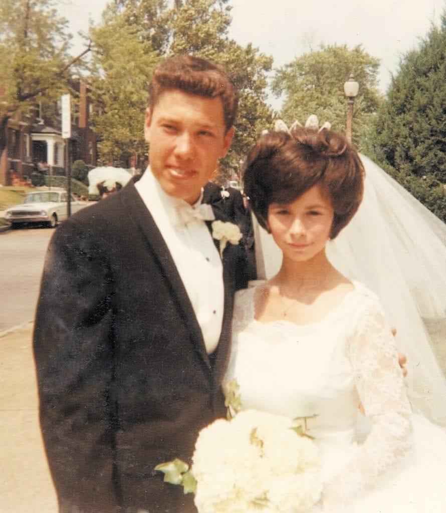 Lynn+and+Linda+Flowers+50+years+ago.
