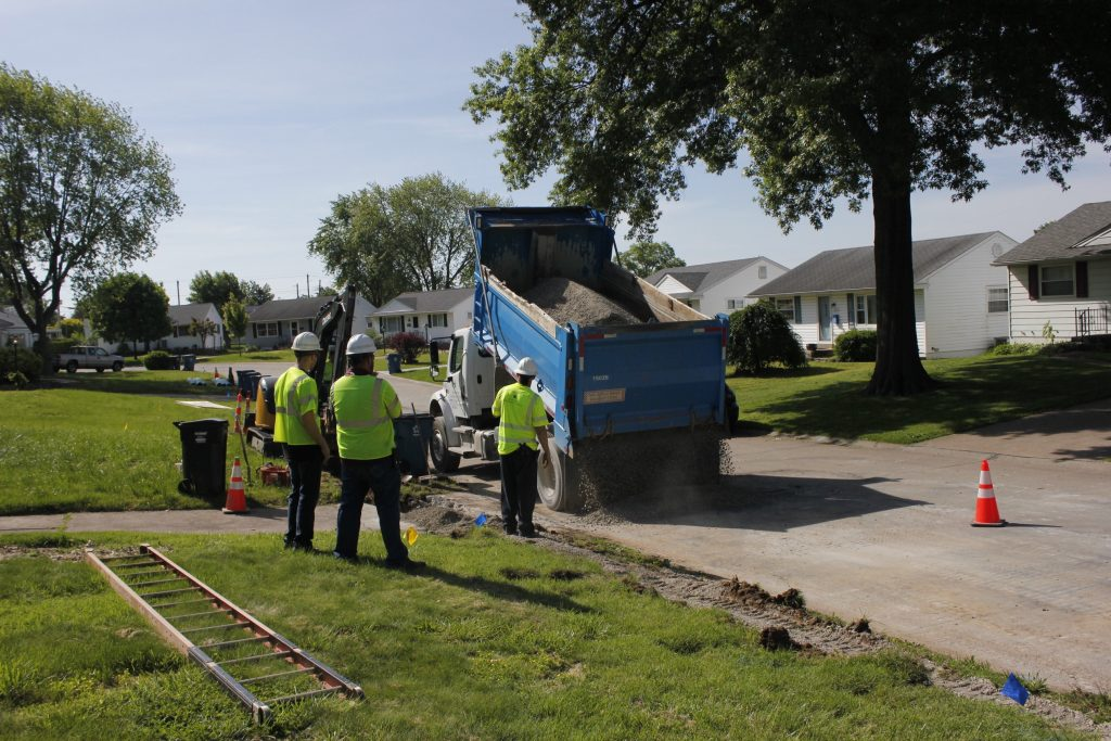 Workers+get+ready+to+fill+in+dirt+from+Missouri+American+Water%E2%80%99s+water+main+replacement+project+near+Fatima+Drive+and+Kammerer+Avenue+in+Affton.+The+project+was+part+of+the+water+utility+comany%E2%80%99s+plan+to+replace+224%2C000+feet+of+water+main+this+year%2C+approximately+42+miles+of+the+4%2C500+miles+of+main+that+the+company+oversees.+