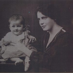 Noemi Ban and her mother Juliska pictured in 1922. Photo courtesy of the Holocaust Center for Humanity in Seattle.
