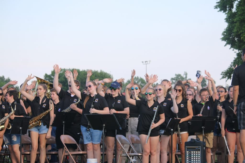 Oakville+Band+members+wave+to+the+crowd+after+their+performance