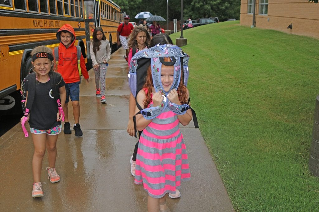 A+rainy+day+greeted+students+for+their+first+day+of+elementary+school+in+2018+at+Oakville+Elementary.+