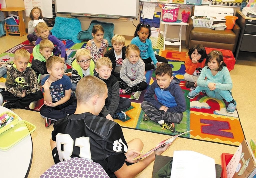 Oakville+High+football+players+read+to+students