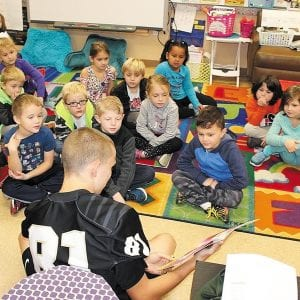 Oakville High football players read to students