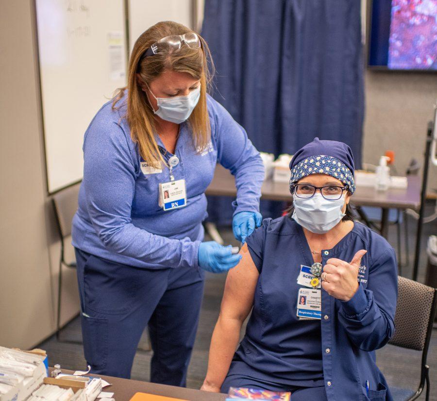 St.+Luke%27s+COVID-19+vaccine+nurses+Chastity+White%2C+RT+Respiratory+Therapist+cropped