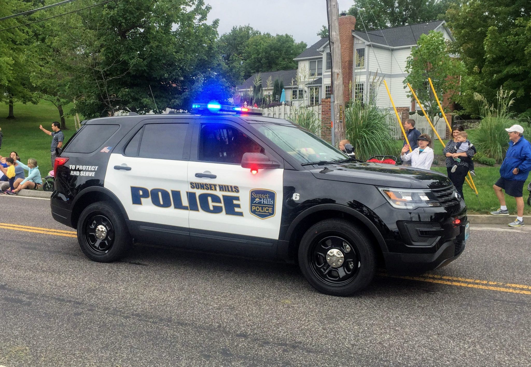After Gravois Bluffs Shooting Carjacking Suspect Escapes In Sunset