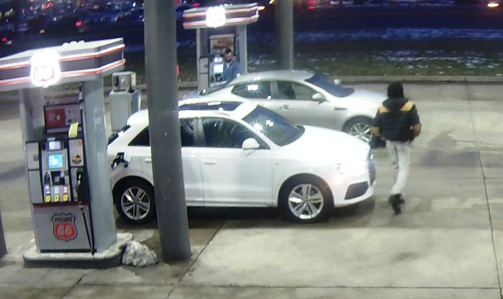 Police+released+this+surveillance+image+of+a+suspect+in+a+carjacking+at+the+UGas+on+Watson+Road+in+Sunset+Hills.+