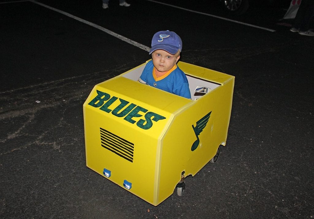 Father+makes+Zamboni+costume+for+son