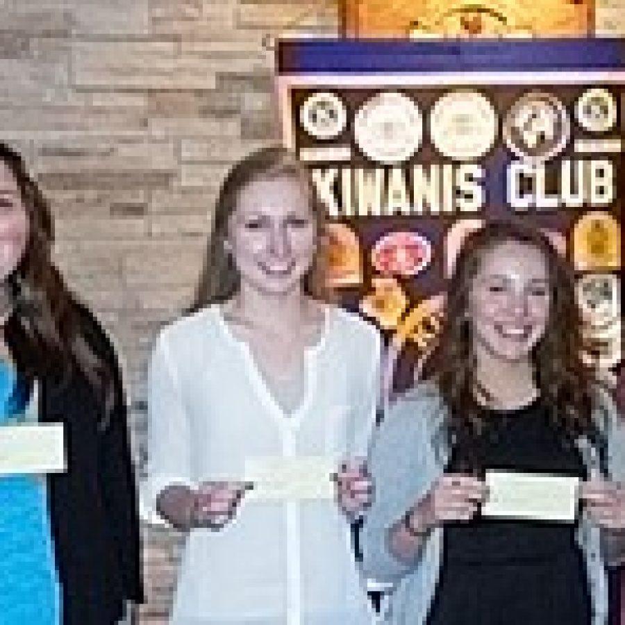Gravois Kiwanis Club awards scholarships
