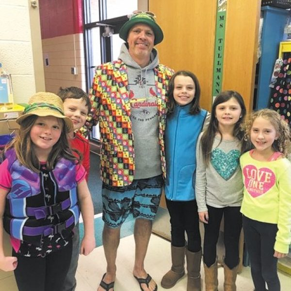 Kennerly students celebrate 'Beach Day'
