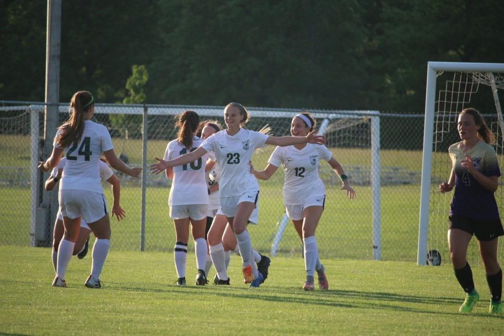 Gallery%3A+Lindbergh+girls+soccer+team+heads+to+state+quarterfinals+after+a+victory