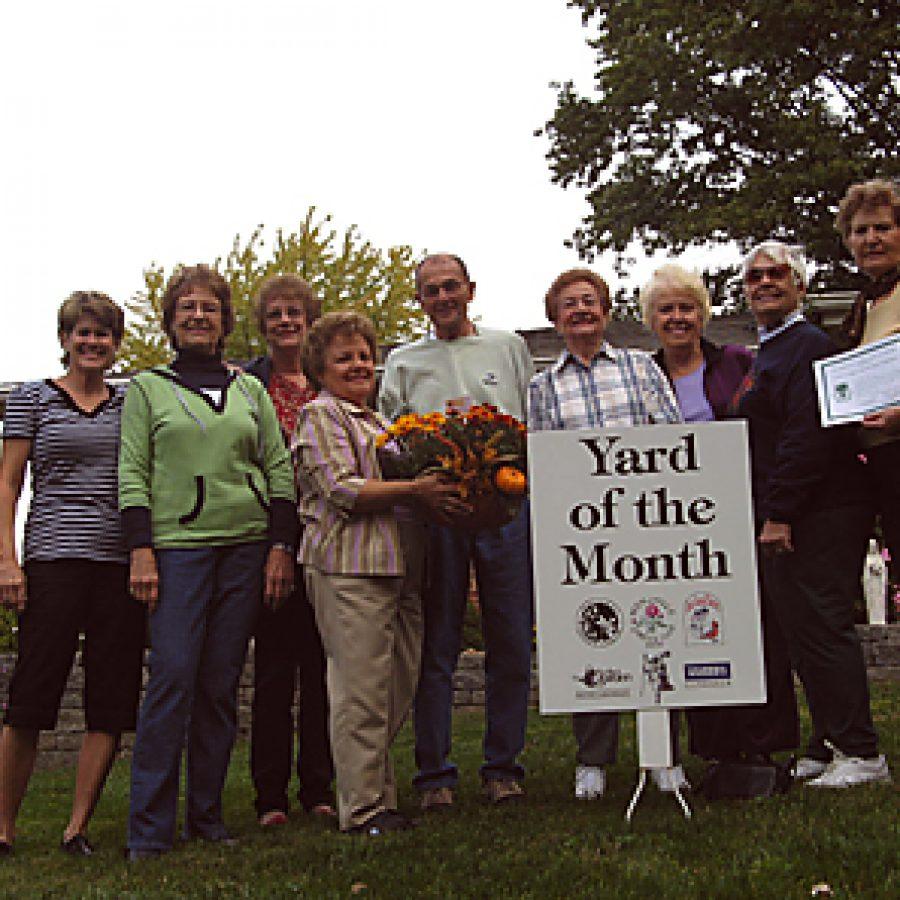 Garden Club presents awards